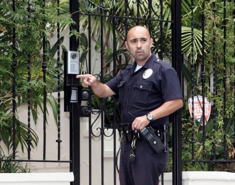 polizia - Hollywood - 04-06-2007 - PARIS HILTON E' ENTRATA IN CARCERE