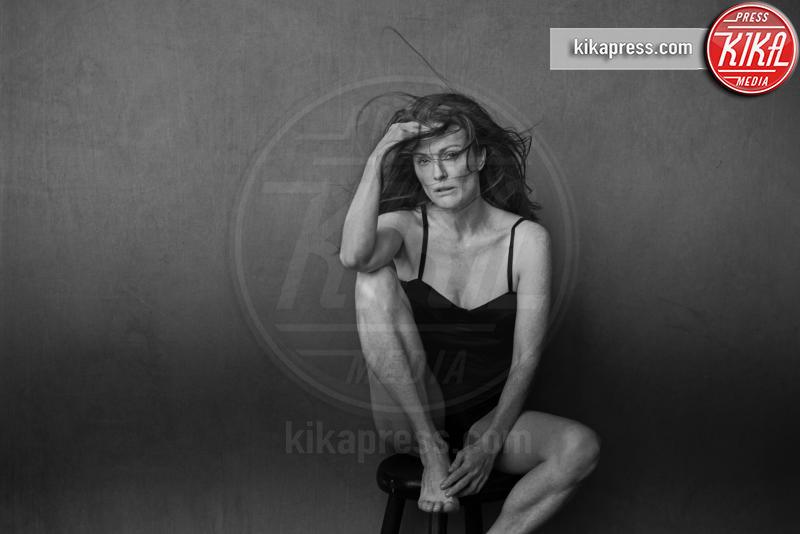 Julianne Moore - 29-11-2016 - Calendario Pirelli: la bellezza è senza trucco