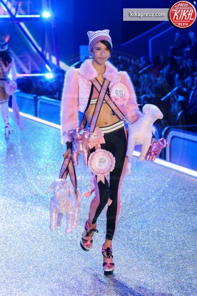 Dilone - Parigi - 30-11-2016 - Lady Gaga sfila con gli Angeli di Victoria's Secret a Parigi