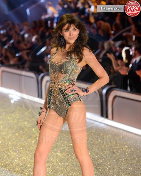 Georgia Fowler - Parigi - 01-12-2016 - Lady Gaga sfila con gli Angeli di Victoria's Secret a Parigi