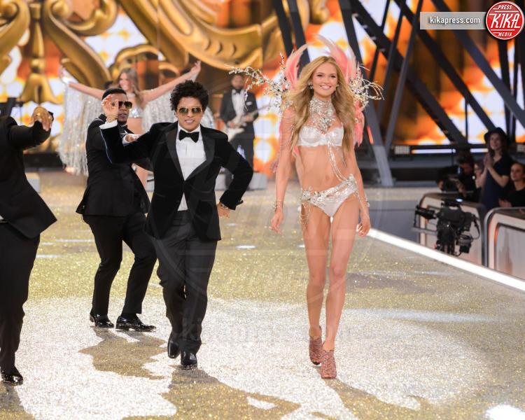 Bruno Mars - Parigi - 01-12-2016 - Lady Gaga sfila con gli Angeli di Victoria's Secret a Parigi