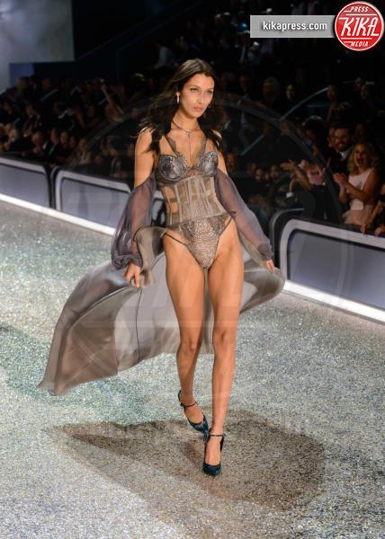 Bella Hadid - Parigi - 01-12-2016 - Lady Gaga sfila con gli Angeli di Victoria's Secret a Parigi
