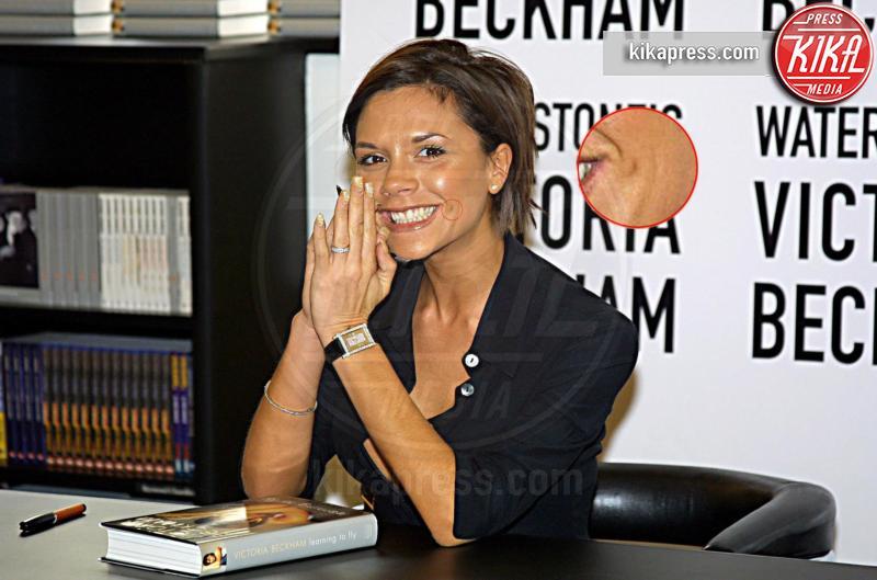 Victoria Beckham - Londra - 05-10-2001 - Anelli di fidanzamento delle star: qual è il vostro preferito?