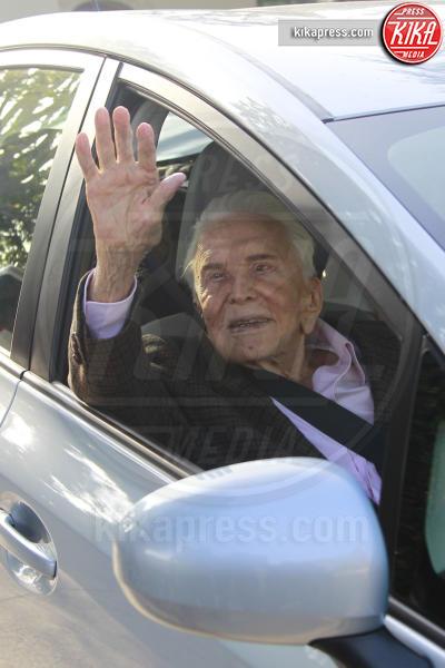 Kirk Douglas - Beverly Hills - 09-12-2016 - Kirk Douglas, a 100 anni è il ritratto della felicità