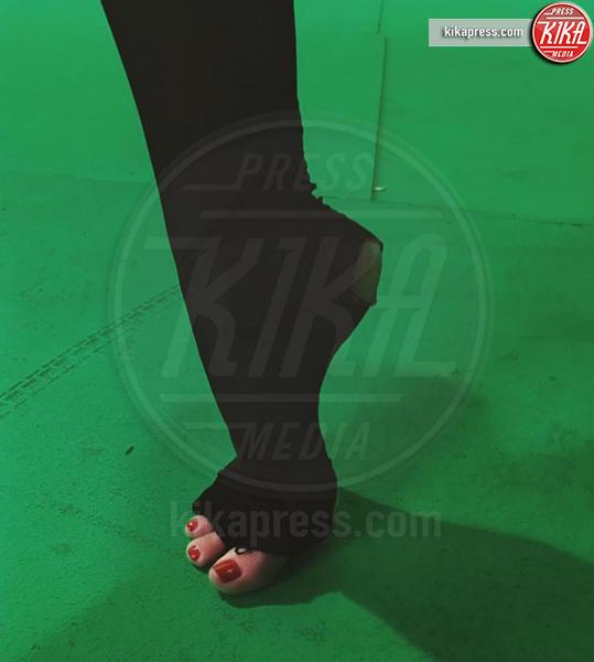 Kendall Jenner - Hollywood - 21-12-2016 - Feticismo dei piedi: la conduttrice e' braccata dai followers