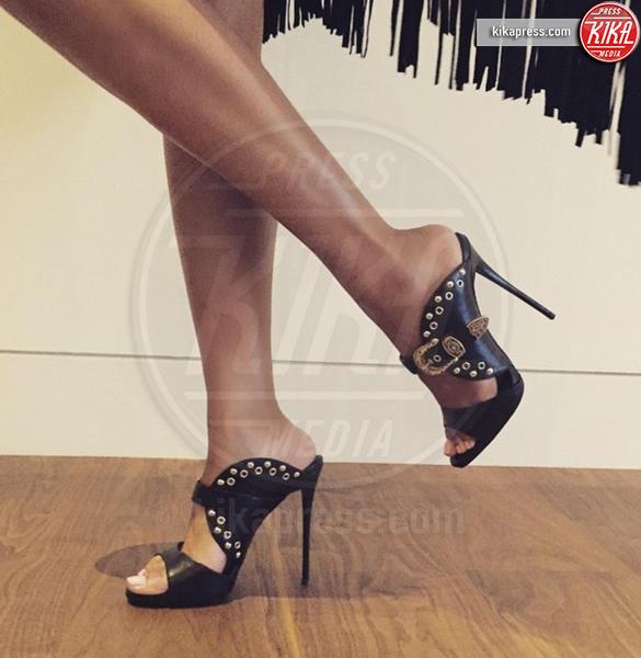 Beyonce Knowles - Hollywood - 21-12-2016 - Feticismo dei piedi: la conduttrice e' braccata dai followers