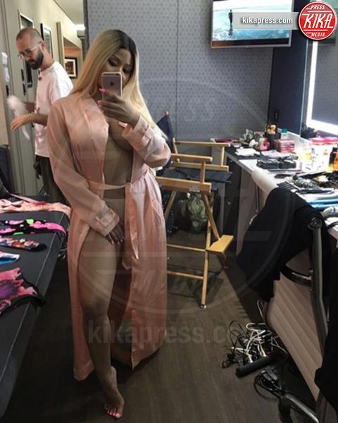 Nicki Minaj - Hollywood - 21-12-2016 - Feticismo dei piedi: la conduttrice e' braccata dai followers