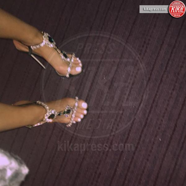 Ariana Grande - Hollywood - 21-12-2016 - Feticismo dei piedi: la conduttrice e' braccata dai followers