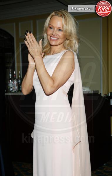 Pamela Anderson - Washington DC - 20-01-2017 - Pamela Anderson, compie 50 anni la bagnina più sexy del mondo