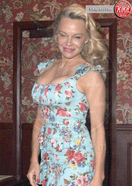 Pamela Anderson - Londra - 03-04-2017 - Pamela Anderson, compie 50 anni la bagnina più sexy del mondo