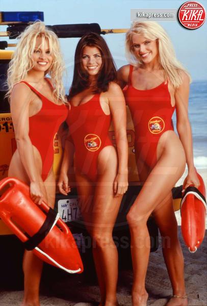 Gena Lee Nolin, Yasmine Bleeth, Pamela Anderson - Malibu - 02-05-2017 - Pamela Anderson, compie 50 anni la bagnina più sexy del mondo