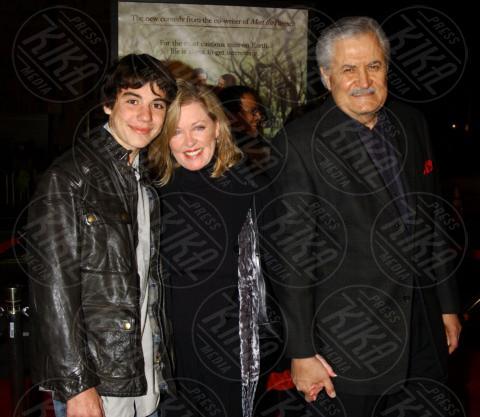 AJ Aniston, wife, Son, John Aniston - Hollywood - 12-01-2004 - Jennifer Aniston, tuo fratello e tuo nipote hanno bisogno di te