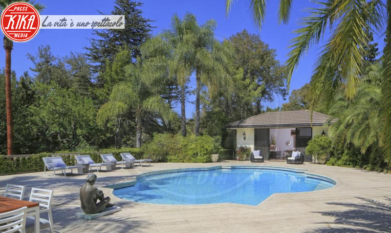 Behati Prinsloo, Adam Levine - Beverly Hills - Sognare non costa nulla: ecco le piscine delle star