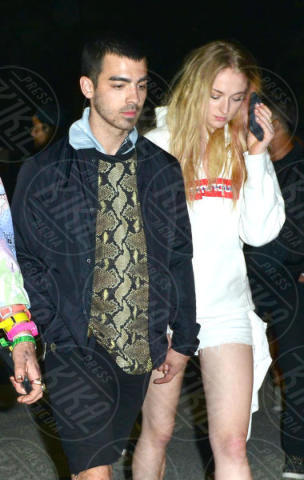 Sophie Turner, Joe Jonas - Indio - 15-04-2017 - Fiocco di... spade! Incinta la star di Game of Thrones