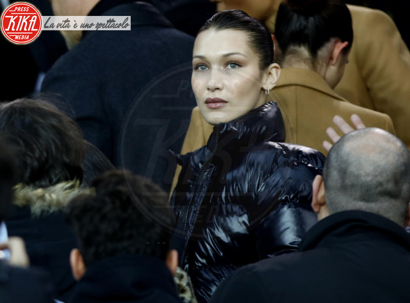 Bella Hadid - Parigi - 06-03-2018 - Bella Hadid manda nel 'pallone' David Beckham