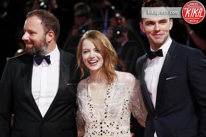 Nicholas Hoult, Yorgos Lanthimos, Emma Stone - Venezia - 30-08-2018 - Venezia 75: Emma Stone, sul red carpet è lei La Favorita