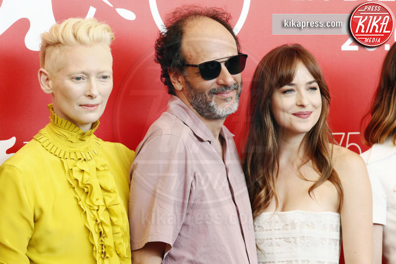 Dakota Johnson, Luca Guadagnino, Tilda Swinton - Venezia - 01-09-2018 - Venezia 75: Dakota Johnson sceglie un look a tema col suo film