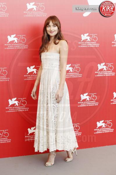 Dakota Johnson - Venezia - 01-09-2018 - Venezia 75: Dakota Johnson sceglie un look a tema col suo film