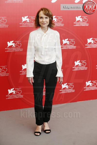 Jessica Harper - Venezia - 01-09-2018 - Venezia 75: Dakota Johnson sceglie un look a tema col suo film