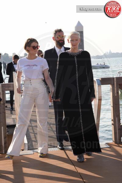 compagno, Tilda Swinton - Venezia - 05-09-2018 - Venezia 75: Tilda Swinton-Sandro Kopp, arrivo di coppia al Lido