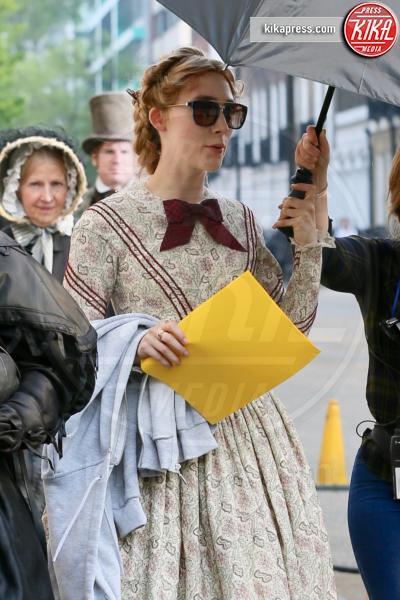 Saoirse Ronan - Londra - 17-04-2019 - Kate Winslet e Saoirse Ronan sul set di Ammonite
