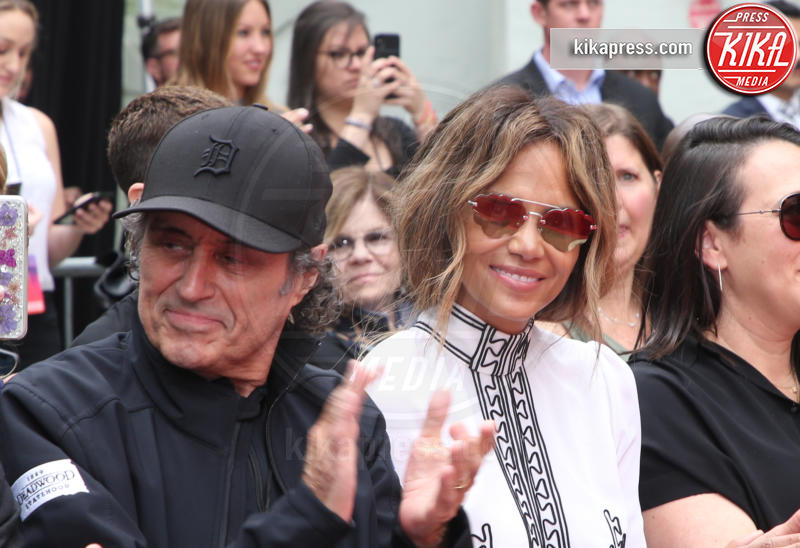 Ian McShane, Halle Berry - Hollywood - 14-05-2019 - Keanu Reeves mette le impronte nella storia del cinema