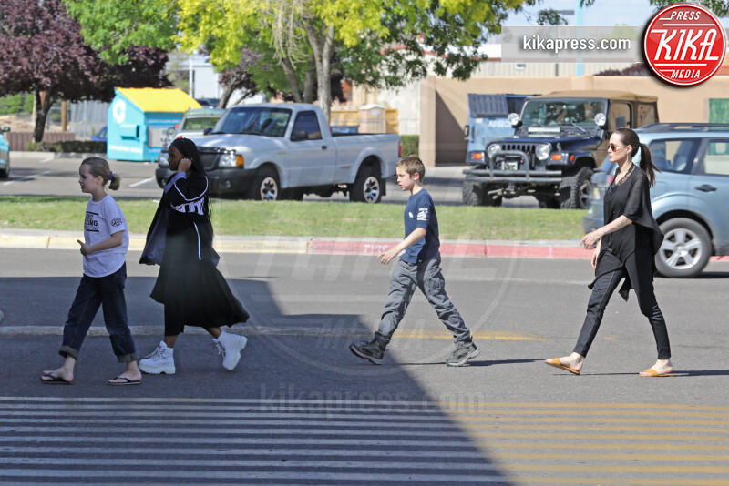 Vivienne Jolie Pitt, Shiloh Jolie Pitt, Zahara Jolie Pitt, Angelina Jolie - Albuquerque - 24-07-2015 - Angelina Jolie affitta la casa di Breaking Bad. Ecco perché