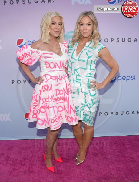 Jennie Garth, Tori Spelling - Los Angeles - 21-01-2014 - Beverly Hills, i protagonisti ieri e oggi, la data italiana