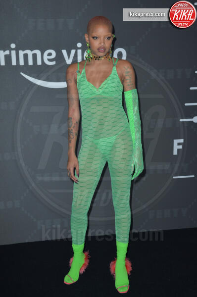 Slick Woods - New York - 11-09-2019 - Vanessa Hudgens, sotto il vestito niente al Fenty Event