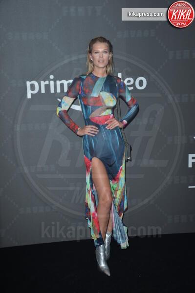 Toni Garrn - New York - 10-09-2019 - Vanessa Hudgens, sotto il vestito niente al Fenty Event