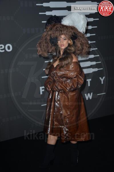 Dascha Polanco - New York - 10-09-2019 - Vanessa Hudgens, sotto il vestito niente al Fenty Event