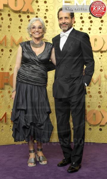 Tony Shalhoub, Brooke Adams - Los Angeles - 22-09-2019 - Emmy 2019: trionfano Fleabag, Game of Thrones e Chernobyl
