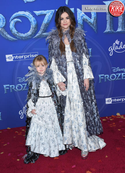 Gracie Elliot Teefey, Selena Gomez - Hollywood - 08-11-2019 - Frozen 2, l'adorabile abbinamento delle sorelle Gomez