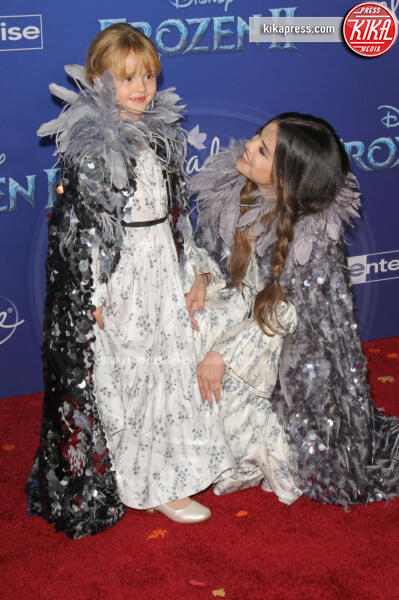Selena Gomez - Hollywood - 08-11-2019 - Frozen 2, l'adorabile abbinamento delle sorelle Gomez