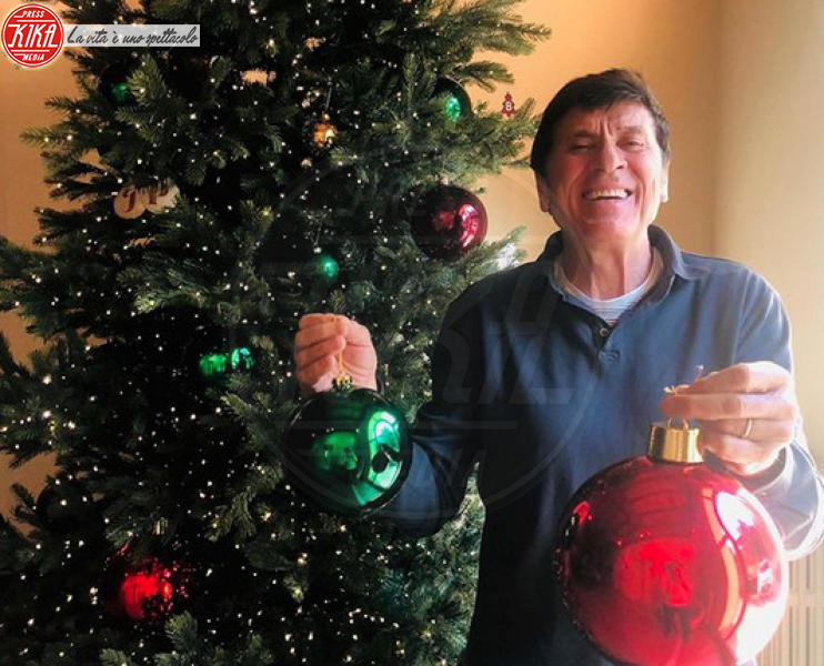 Gianni Morandi - Hollywood - 09-12-2019 - Natale 2019, gli alberi delle star? Vic Beckham la più originale