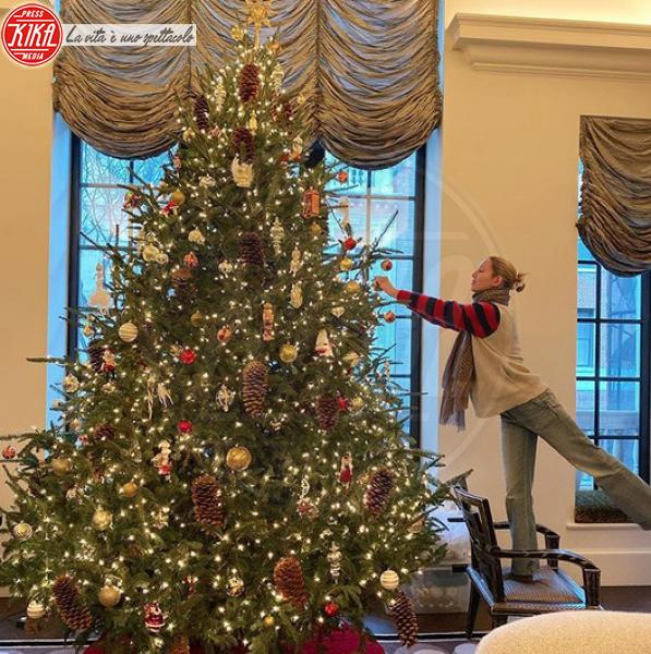 principessa Marie Chantal di Grecia e Danimarca - Hollywood - 09-12-2019 - Natale 2019, gli alberi delle star? Vic Beckham la più originale