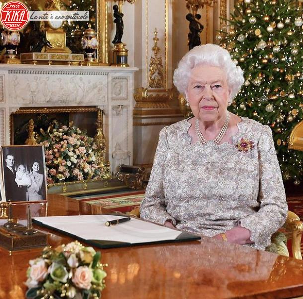 Regina Elisabetta II - Hollywood - 09-12-2019 - Natale 2019, gli alberi delle star? Vic Beckham la più originale