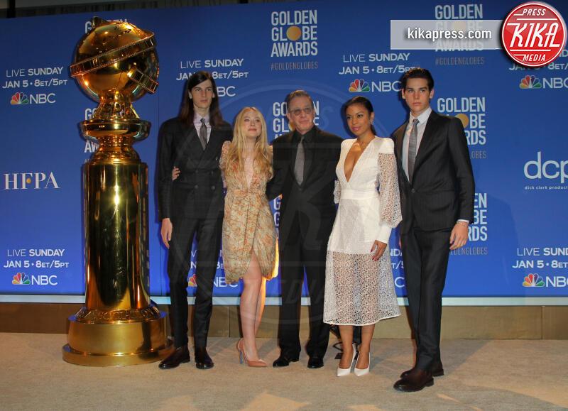 Susan Kelechi Watson, Paris Brosnan, Dylan Brosnan, Tim Allen, Dakota Fanning - Los Angeles - 09-12-2019 - Golden Globes 2020: alle nomination trionfo The Crown e Scorsese
