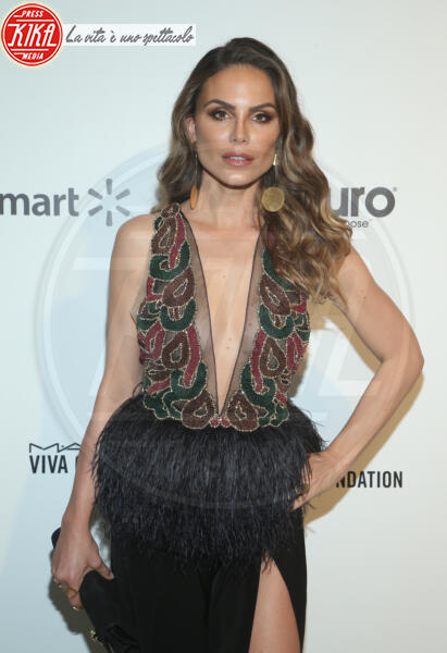 Nina Senicar - Los Angeles - 09-02-2020 - Oscar, Nina Senicar neomamma in forma al party di Elton John