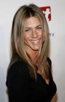Jennifer Aniston - Miami - 17-02-2002 - Jennifer Aniston ha fondato la propria casa di produzione, la Echo Films