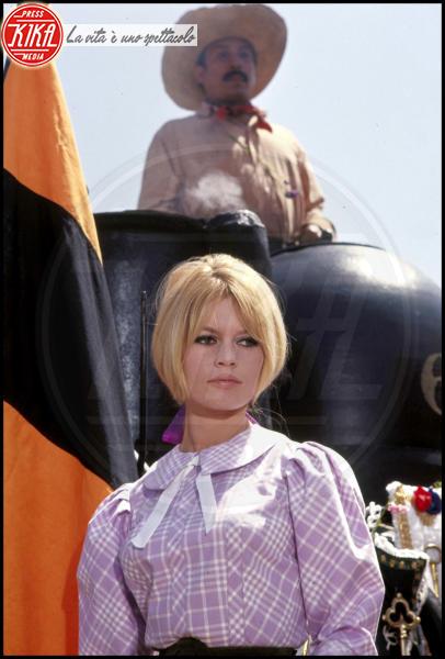 Brigitte Bardot - Los Angeles - 18-12-1965 - Brigitte Bardot condannata per istigazione odio nei confronti dei mussulmani