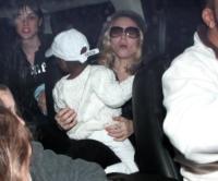 David Banda Ritchie, Madonna - Hollywood - 24-02-2008 - Madonna vuole adottare un'altra bambina dal Malawi, ma i parenti dicono no