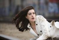Anne Hathaway - 01-06-2008 - Incidente sul set per Anne Hathaway: 15 punti di sutura