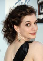 Anne Hathaway - Universal City - 01-06-2008 - Incidente sul set per Anne Hathaway: 15 punti di sutura