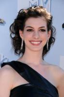 Anne Hathaway - Universal City - 02-06-2008 - Incidente sul set per Anne Hathaway: 15 punti di sutura